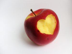 apple-bite-heart-sxc1108672_73024709