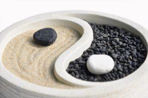 YinYang-sand-stone-web-dreamstime_l_132671219